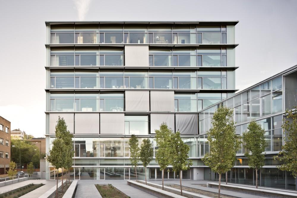 50195a1e28ba0d3c1f00001a_chamart-n-real-state-offices-burgos-garrido-arquitectos_alzado_sur-angel_baltanas-1000x666